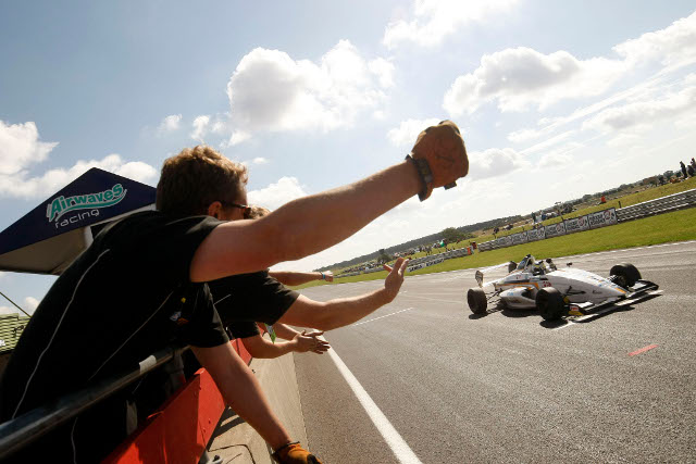 Win number 18 puts Cammish in range of the title for Knockhill (Credit: Formula Ford)