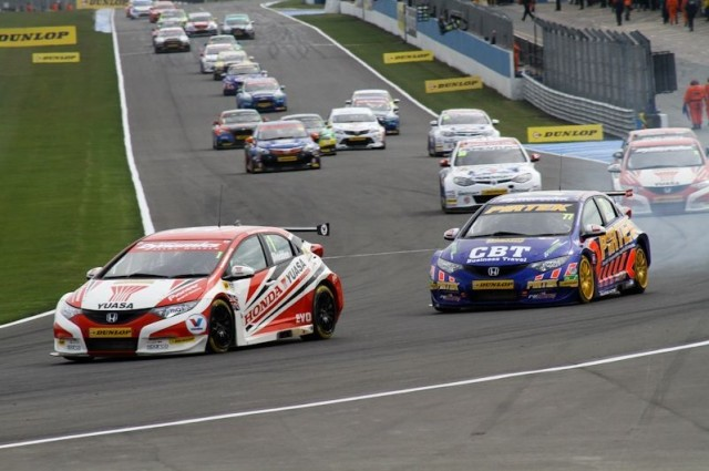 Reigning champion Shedden is the man doing the chasing (Photo: KAN Photography