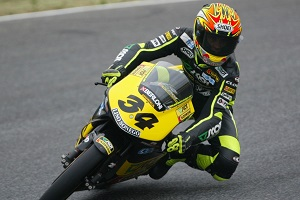 Dovizioso on his way to 125cc victory in 2004 (Photo Credit: MotoGP.com)