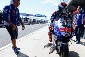 Lorenzo returns to his garage carrying a little more weight than usual (Photo Credit: MotoGP.com)