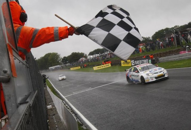 Plato lead MG's fight with five poles (Photo: btcc.net)