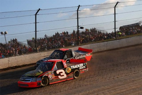 The trucks went back to NASCAR's roots, racing on dirt (Credit: Chris Graythen/NASCAR via Getty Images)