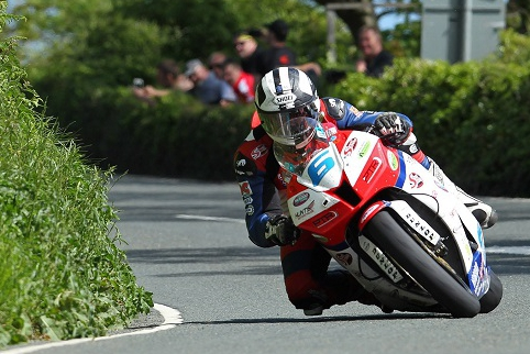 Four wins on the Mountain Course were a highlight of Dunlop's 2013 (Credit: Isle of Man TT)