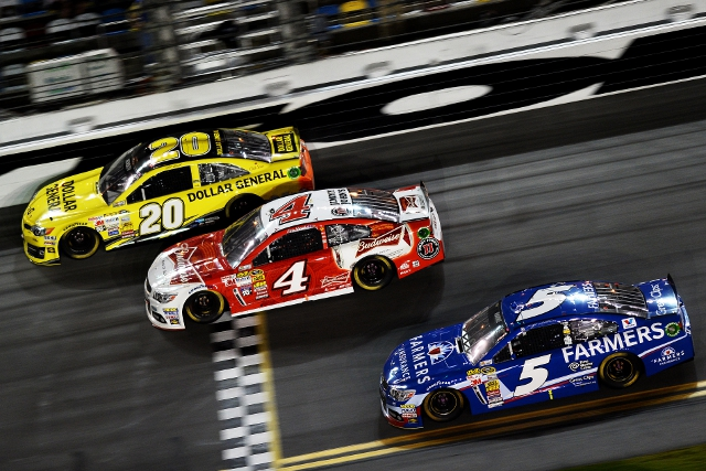On the high line Kenseth beats Harvick and Kahne to the line (Credit: Jared C. Tilton/Getty Images)