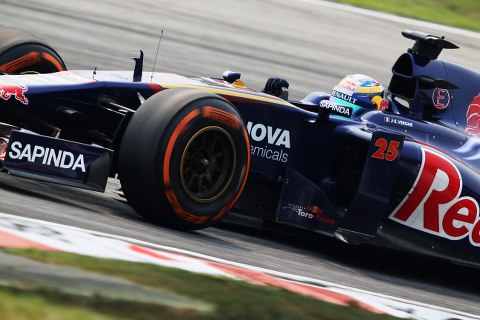 KUALA LUMPUR, MALAYSIA - MARCH 28: Jean-Eric Vergne of France and Scuderia Toro Rosso drives during practice for the Malaysia Formula One Grand Prix at the Sepang Circuit on March 28, 2014 in Kuala Lumpur, Malaysia. (Photo by Mark Thompson/Getty Images)
