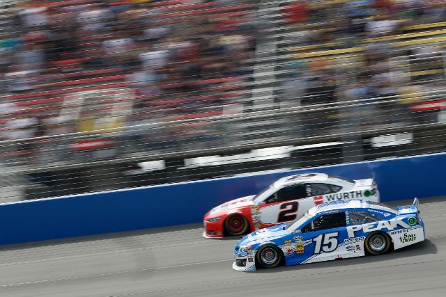 Brad Keselowski and Clint Bowyer - both would endure flat tyres (Credit: Brian Lawdermilk/NASCAR via Getty Images)