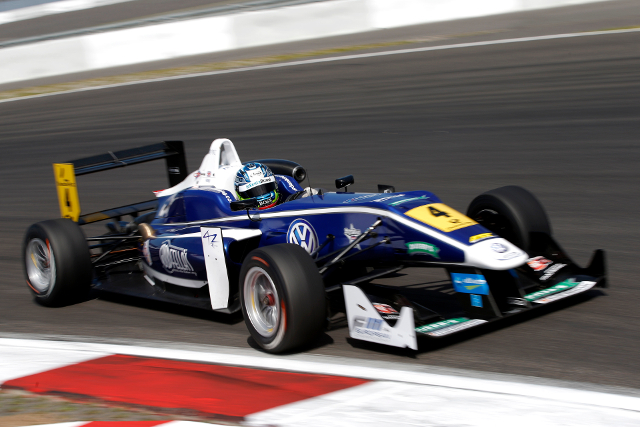 King will remain with Carlin for the season (Credit: FIA F3 European Championship)