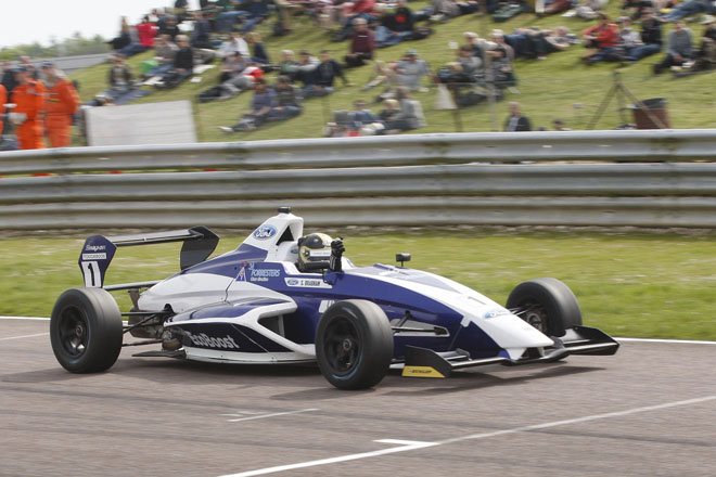 Sam Brabham takes his second win at Thruxton (Credit: Jakob Ebrey Photography)