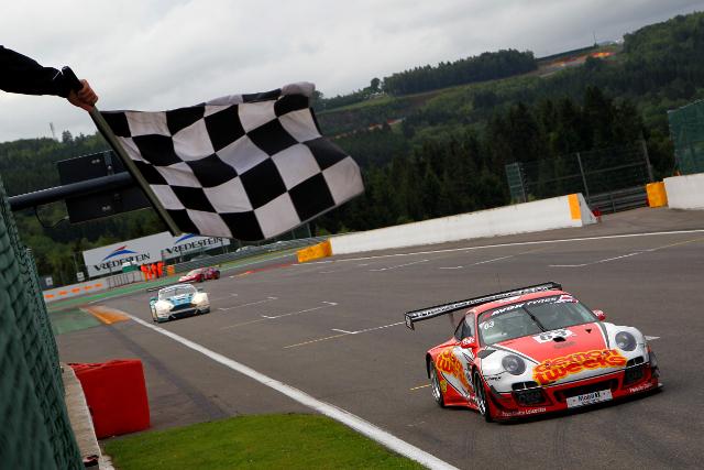 A pass in the final ten minutes gave the Porsche man a slender advantage at the flag (Credit: Jakob Ebrey)