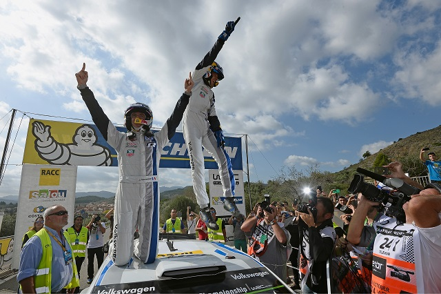 Sebastien Ogier celebrates with co-driver Julien Ingrassia after his Rally of Spain victory (Credit: Volkswagen Motorsport)