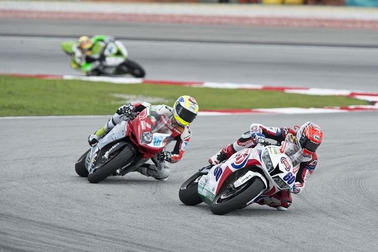 Van der Mark's rivalry with Cluzel entertained throughout 2014 (Photo Credit: PATA Honda)