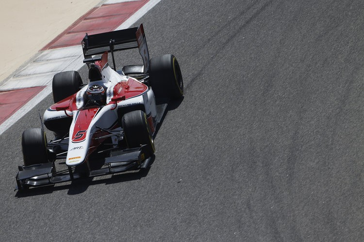 The man to beat? Vandoorne finds his way around the Sakhir International Circuit. (Credit: Sam Bloxham/GP2 Media Service)
