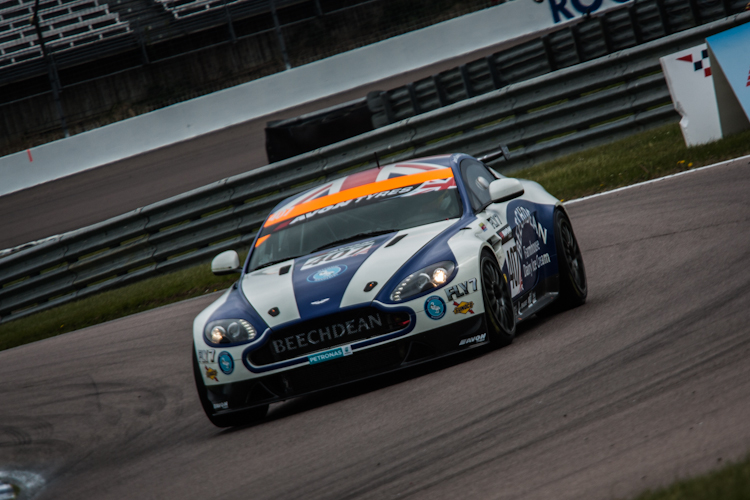 Beechdean dominated GT4 qualifying to start on the front row (Credit: Nick Smith/TheImageTeam.com)