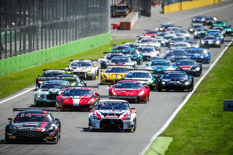It was a typically frantic start at Monza (Credit: Vision Sport Agency)