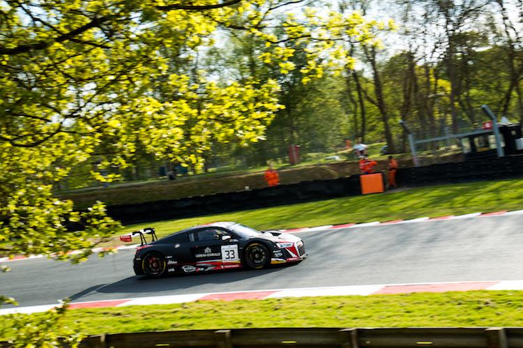 33 Team WRT Audi