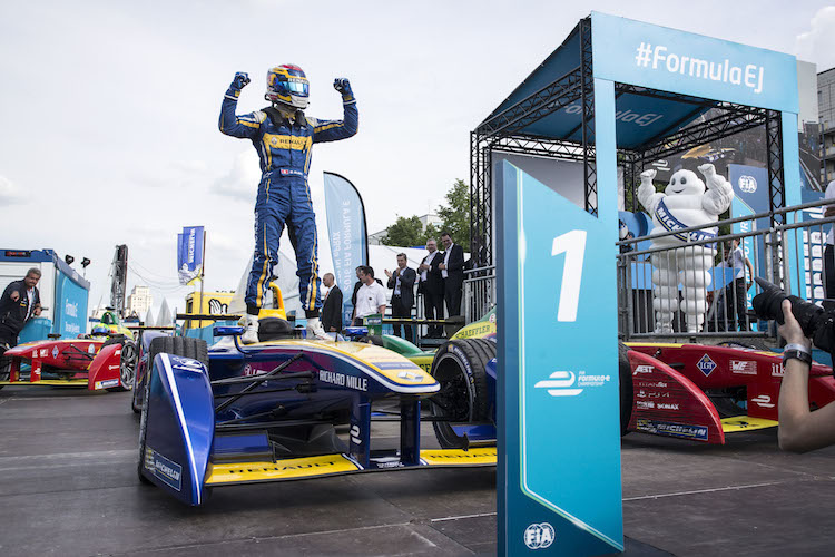 2015/2016 FIA Formula E Championship. Berlin ePrix, Berlin, Germany. Saturday 21 May 2016. Sebastien Buemi (SUI), Renault e.Dams Z.E.15 celebrates in Parc ferme Photo: Andrew Ferraro/LAT/Formula E ref: Digital Image _14P4622