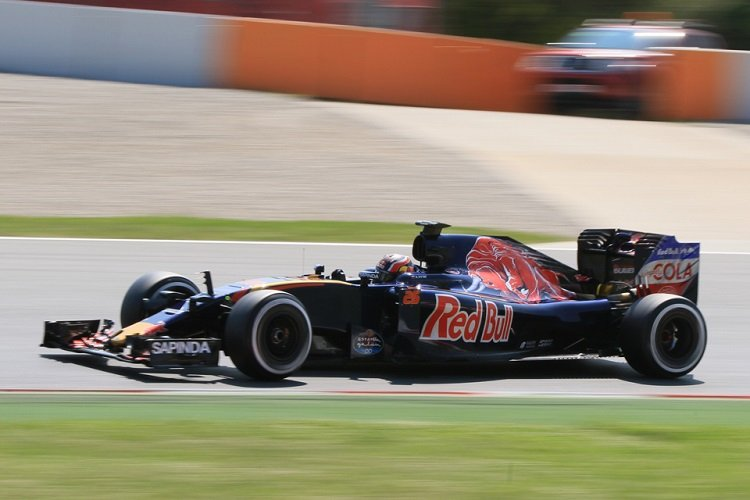 Daniil Kvyat tests at the Circuit de Catalunya for Scuderia Toro Rosso