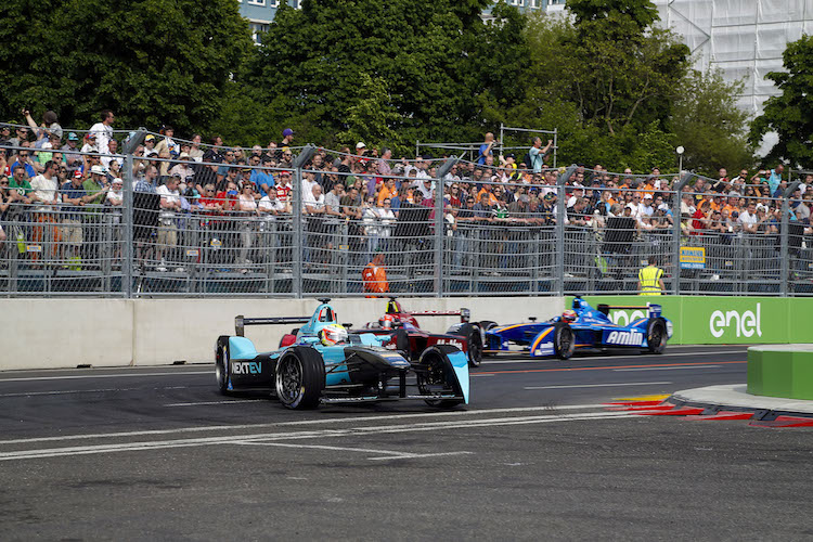 The Race.  Berlin e-Prix, Alexanderplatz, Germany, Europe. Saturday 21 May 2016 Photo: Adam Warner / LAT / FE ref: Digital Image _L5R0500