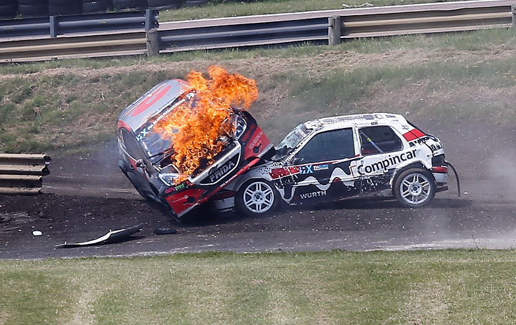 Ulrik Linnemann rolled onto a stationery Mario Barbosa and burst into flames during one of the S1600 semi-finals. Credit: RubberDuckDoes.com / Matt Bristow