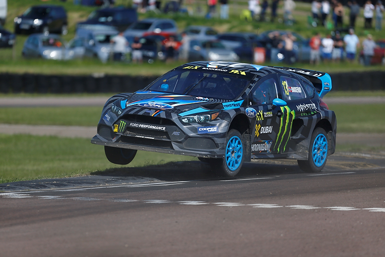 Andreas Bakkerud flying over the start line - Credit:  RubberDuckDoes.com/Matt Bristow
