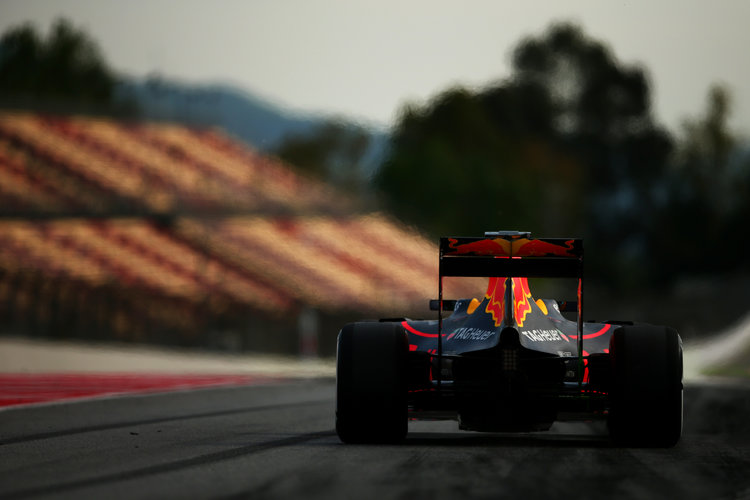 MONTMELO, SPAIN - MAY 17:  Daniel Ricciardo of Australia drives the  Red Bull Racing Red Bull-TAG Heuer RB12 TAG Heuer as he exits the pit lane during day one of Formula One testing at Circuit de Catalunya on May 17, 2016 in Montmelo, Spain.  (Photo by Dan Istitene/Getty Images)