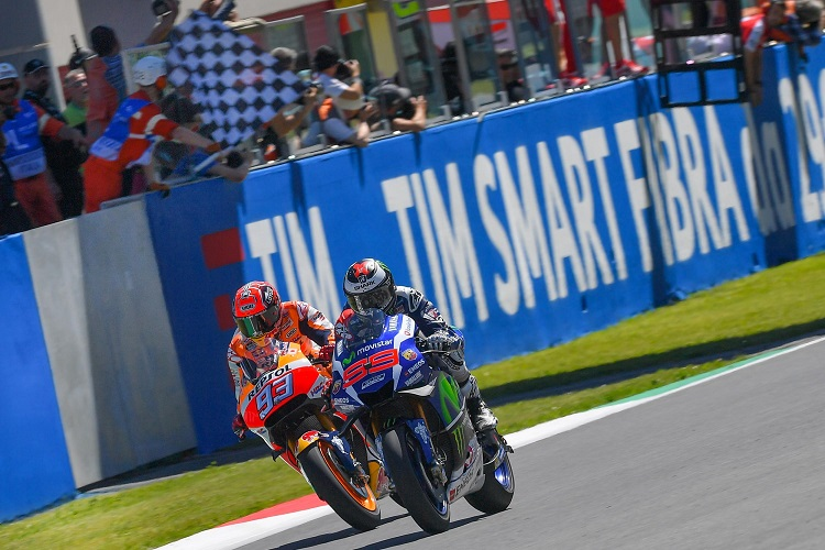 Lorenzo and Marquez were neck-and-neck until the end (Photo Credit: MotoGP.com)