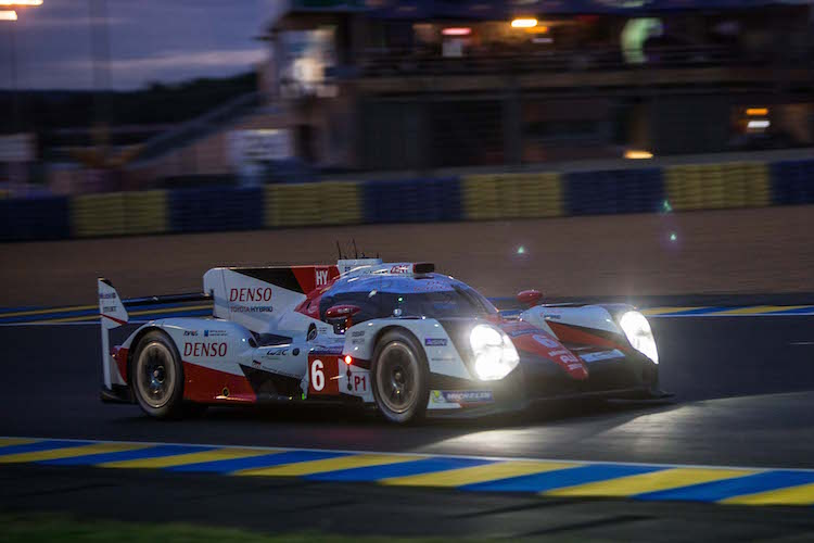 2016 24 hours of le mans hour 8 update toyota not fazed by the looming darkness 24 hours of. Black Bedroom Furniture Sets. Home Design Ideas