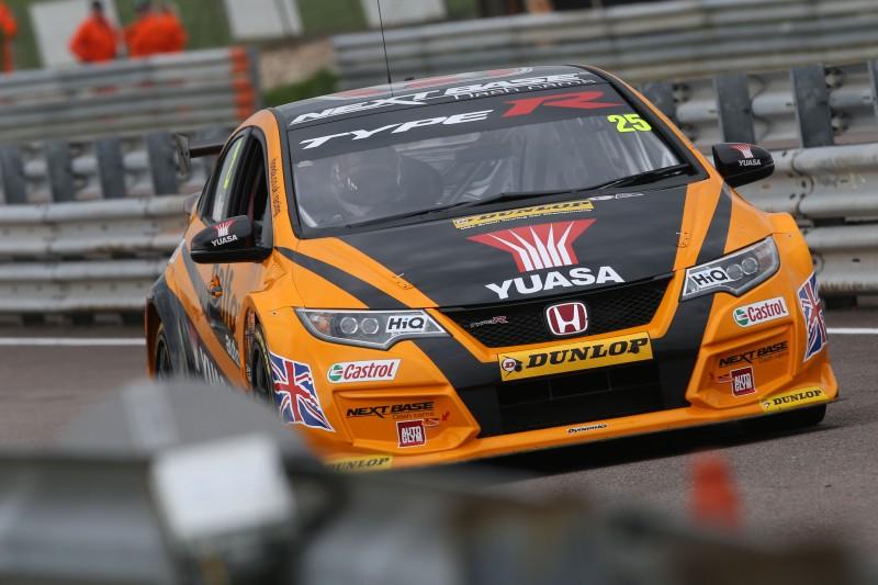 Neal still leads despite Thruxton incident (Photo: BTCC Media)