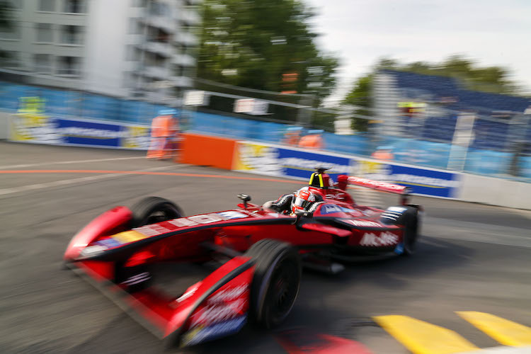Practice Session. Loic Duval (FRA), Dragon Racing - Venturi VM200-FE-01. Berlin e-Prix, Alexanderplatz, Germany, Europe. Saturday 21 May 2016 Photo: Adam Warner / LAT / FE ref: Digital Image _L5R9890
