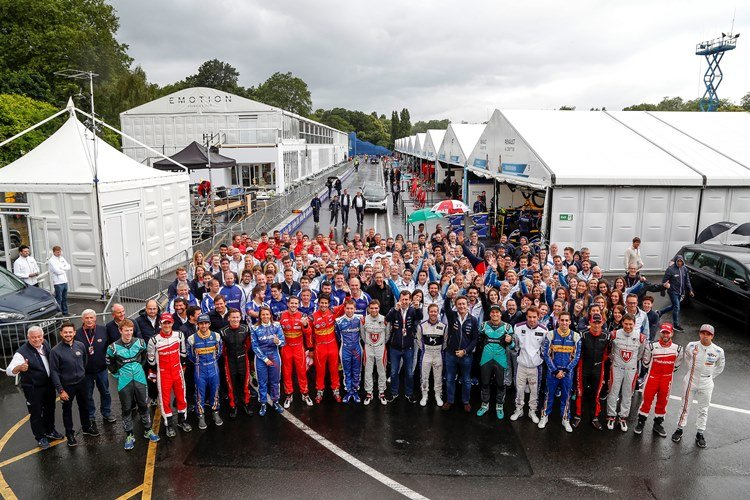 Driver and Staff Collective Photo.  London, United Kingdom Friday 1 July 2016 Photo: Adam Warner / LAT / FE ref: Digital Image Group_Photo_1