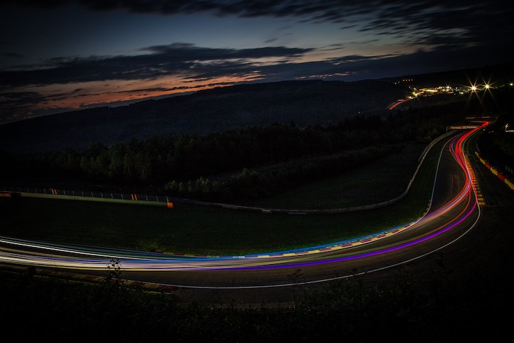 Ribbons of light filled the track during night qualifying (Credit: Craig Robertson/Racephotography.net)