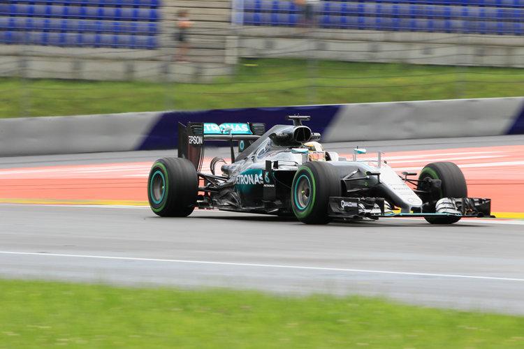 World © Octane Photographic Ltd. Mercedes AMG Petronas W07 Hybrid – Lewis Hamilton. Friday 1st July 2016, F1 Austrian GP Practice 1, Red Bull Ring, Spielberg, Austria. Digital Ref : 1598LB1Di5610 -