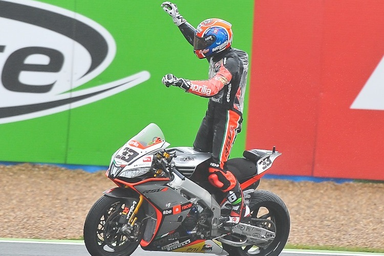 Melandri celebrates his last WorldSBK win at Magny Cours (Photo Credit: WorldSBK.com)
