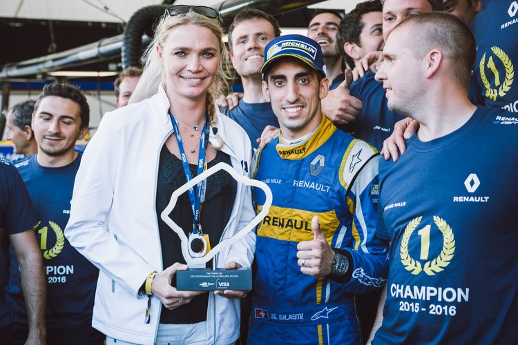 Jodie Kidd presents Sebastien Buemi with the fastest lap trophy - Credit: Greg Coleman