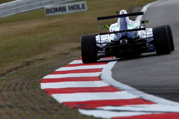 He continued his trophy count at Snetterton closing the gap as his rivals faultered