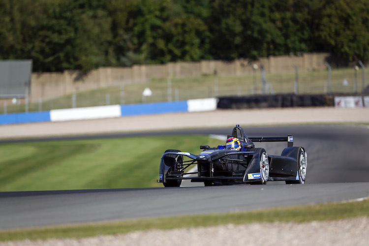 FIA Formula E Season 3 Testing - Day Two.  Donington Park Racecourse, Derby, United Kingdom. Wednesday 24 August 2016. Photo: Adam Warner / LAT / FE. ref: Digital Image _L5R0347