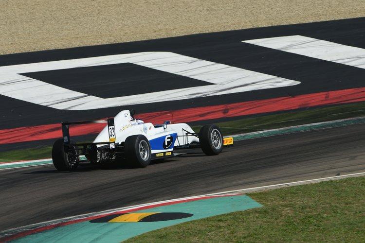 Marino Sato (Vincenzo Sospiri Racing,Tatuus F.4 T014 Abarth #33)