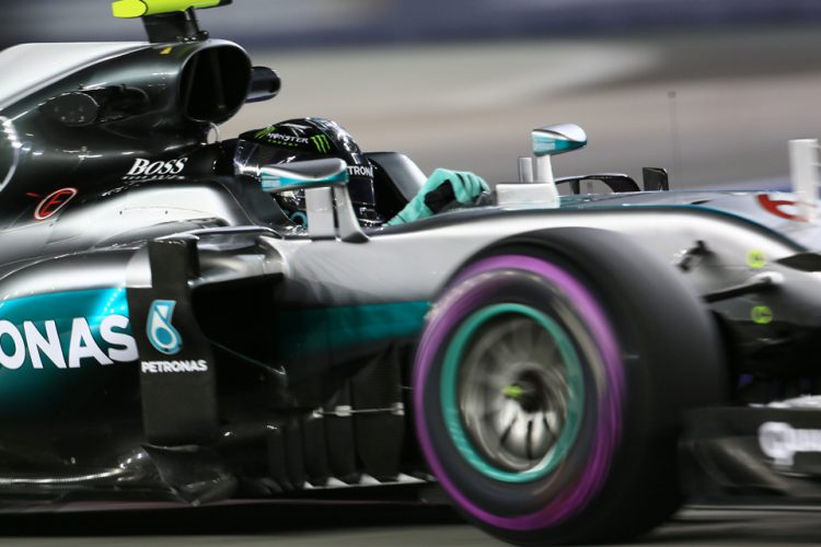 World © Octane Photographic Ltd. Mercedes AMG Petronas W07 Hybrid – Nico Rosberg. Friday 16th September 2016, F1 Singapore GP Practice 2, Marina Bay Circuit, Singapore. Digital Ref : 1717CB5D5452