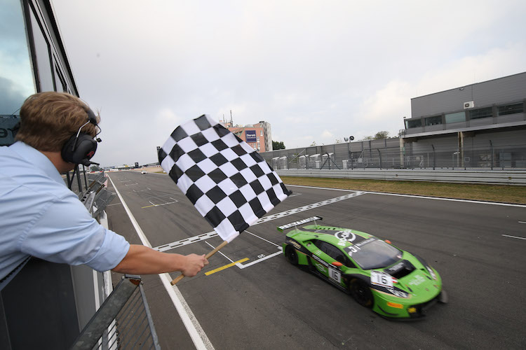 Engelhart crosses the line 0.3s ahead of Vanthoor, who is obscured by the marshal's flag! (Credit: Vision Sport Agency)