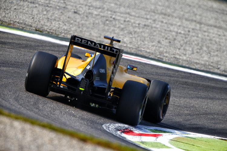 Renault RS16 action during 2016 Formula 1 FIA world championship, Italy Grand Prix, at Monza from September 1 to 4 - Photo Frederic Le Floc'h / DPPI. Credit: Renault Sport Media Centre