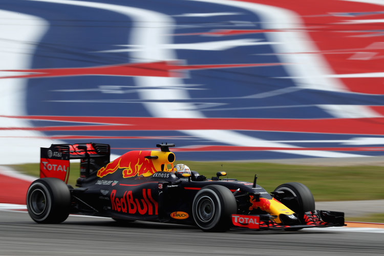 AUSTIN, TX - OCTOBER 23: Daniel Ricciardo of Australia driving the (3) Red Bull Racing Red Bull-TAG Heuer RB12 TAG Heuer on track during the United States Formula One Grand Prix at Circuit of The Americas on October 23, 2016 in Austin, United States.  (Photo by Clive Mason/Getty Images). Credit: Red Bull Content Pool