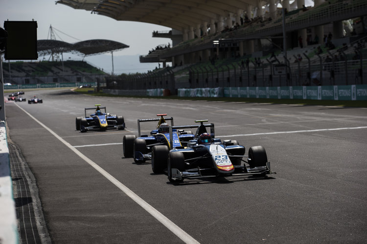 2016 GP3 Series Round 8 Sepang, Kuala Lumpur, Malaysia. Sunday 2 October 2016. Steijn Schothorst (NED, Campos Racing) leads Kevin Joerg (SUI, DAMS) & Jake Hughes (GBR, DAMS)  Photo: Sam Bloxham/GP3 Series Media Service. ref: Digital Image _SLA4731