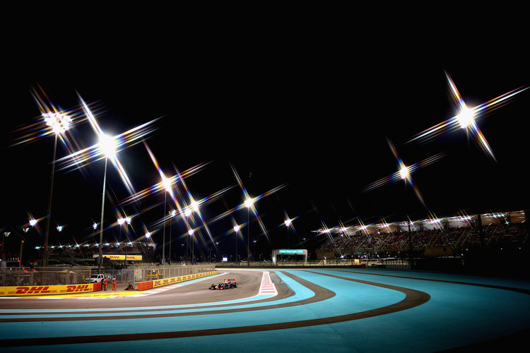 ABU DHABI, UNITED ARAB EMIRATES - NOVEMBER 29:  (EDITORS NOTE: A star filter was used for this image.)  Daniel Ricciardo of Australia and Infiniti Red Bull Racing drives during the Abu Dhabi Formula One Grand Prix at Yas Marina Circuit on November 29, 2015 in Abu Dhabi, United Arab Emirates.  (Photo by Clive Mason/Getty Images). Credit: Red Bull Content Pool