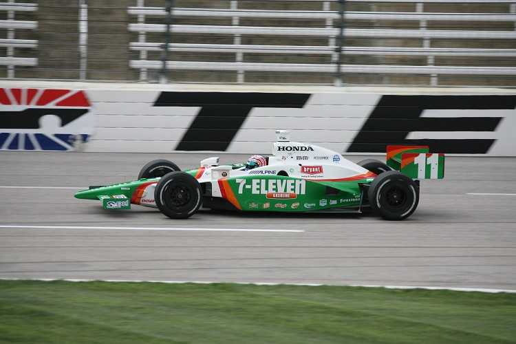 Kanaan Back With 7 Eleven Sponsorship For 4 Races In 2017