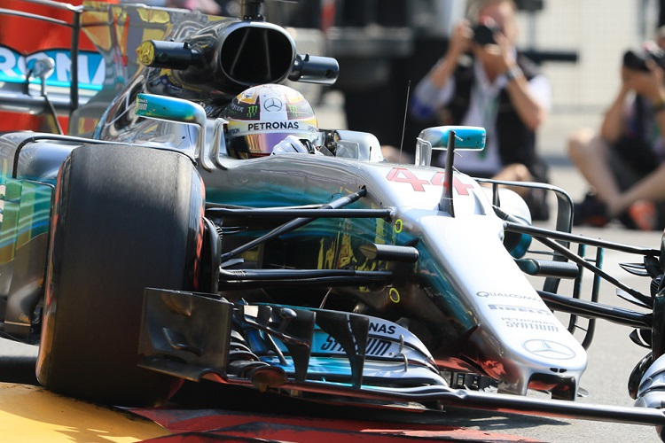 Hamilton: Clear Ferrari are favouring Vettel