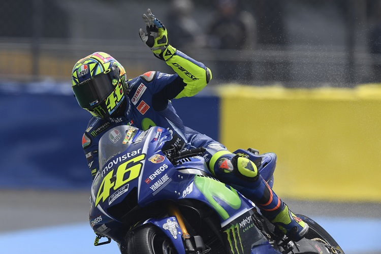 Valentino Rossi injured in motocross accident