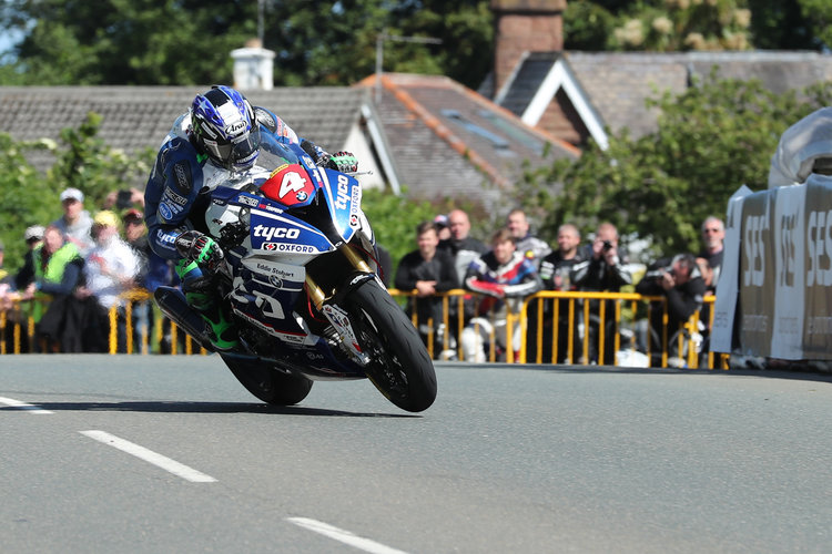 Hutchinson suffers fractured femur in Senior TT crash