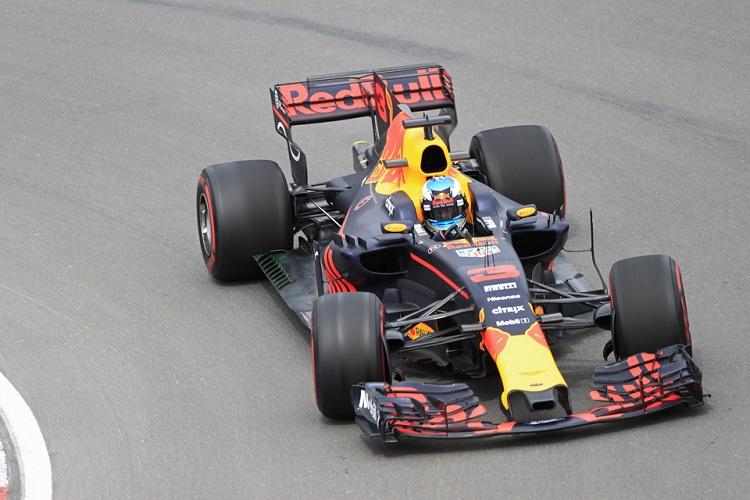 Ricciardo celebrates podium finish by sharing 'shoey' with Patrick Stewart