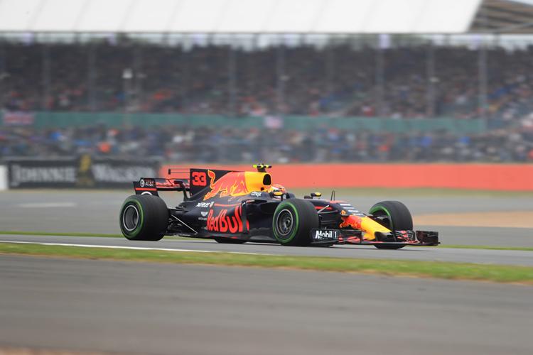 British Grand Prix: Hamilton holds off Raikkonen and Vettel to take pole