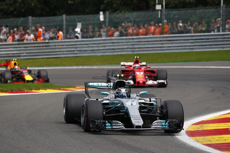 Hamilton Dismisses Vettel Mercedes Move